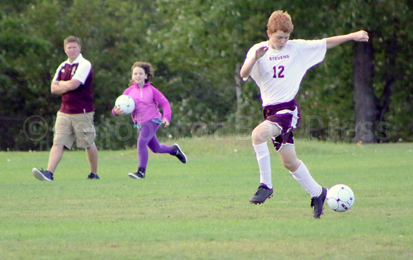 Sports-gsa-boys-soccer-v-sumner-ethan-viinall-092216-AB.jpg